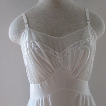 14-0918 Vintage 1960s White Embroidered Nylon Full Slip / Ruffled Hem Slip / White Nylon Slip / Embroidered Slip