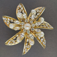 Vintage Kramer Brooch Flower Pearl and Rhinestone