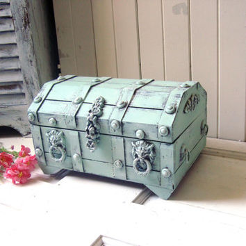 Vintage Mint Treasure Storage Box , Mint Green Jewelry Chest, Jewelry Holder, Unisex Jewelry Storage Box, Lion Hardware, Shabby Chic Box