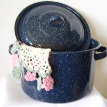 Blue Enamel Speckled Graniteware Pot With Lid