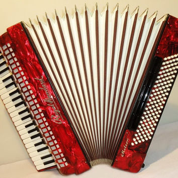 Accordion Instrument Musical Instrument Royal Standart Meteor 120 bass + Case. German Piano Accordion. weltmeister. 271