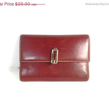 Vintage Coach Wallet in Leather - reddish brown with  contrast color inside