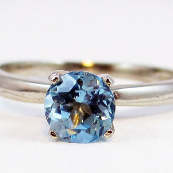 14k White Gold Sky Blue Topaz Solitaire Ring