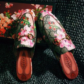 Trending GUCCI Fashion Casual Print Flat bottomed single shoe sandals Red Flower G