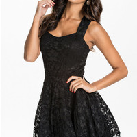 Black Sleeveless Backless Lace Dress with Sweetheart Neckline