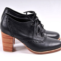 LACE. Black Leather oxfords / leather lace up boots / by BaliELF