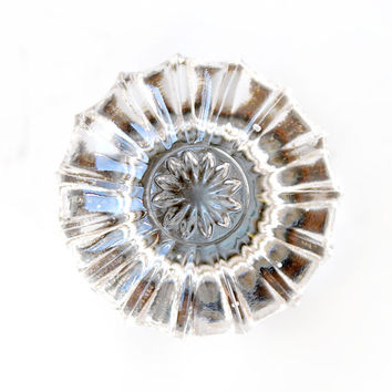 FREE SHIPPING Vintage Antique Glass Flower Door Drawer Pull (Single Pull) E836