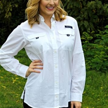 Our Men's Dock Shirt by Simply Southern in White is perfect for the Southern Fried Hick in your life! This Dock Shirt features two front pockets with velcro closures and long roll sleeves. Wear this shirt on the dock or fishing on the boat