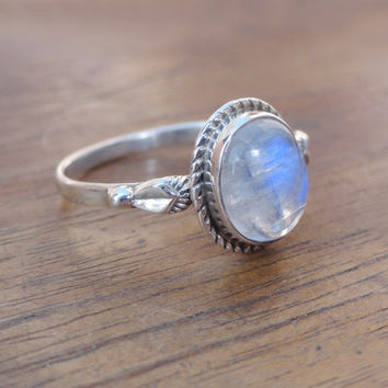 Silver Moonstone Ring, Rainbow Ring, moon stone ring, Sterling Silver Rainbow Ring, Moonstone Ring,gemstone silver ring, Moonstone Gemstones