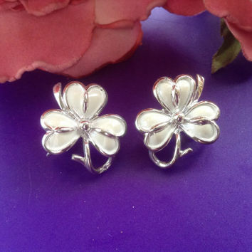 Coro Shamrock Earrings White Enamel Silver Tone Clip-ons Flowers floral costume jewelry bridal wedding romantic Mother St' Patrick's gift