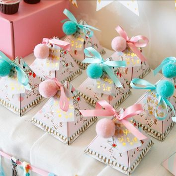 20 X Pink / Blue Triangular Pyramid Baby Shower Candy Boxes Bomboniera Baby Baptism Party Gift Box With Ribbons & Tags & Balls