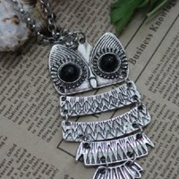 Wholesale Exquisite Pattern Owl Embellished Necklace Silver