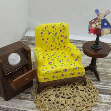 Renwal Arm  chair Lamp Round Table  Radio  Shabby Chic   Doll House Toy  Plastic  Family room Den Cozy