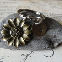 Daisy keychain-Flower-Custom Initial-accessory-charm keychain-Spring Flower-Sunflower-Summer flower-Accessories-Keys-Keychain-hand stamped