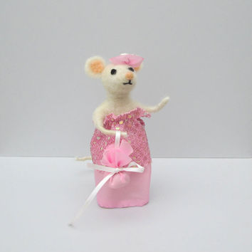 Felted Mouse Dressed animal in pink Art doll Lady Needle Felted animal Doll house Spring decor Wool felted mouse Organic ornament Gift idea