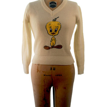 1960s. novelty embroidered. Tweety bird. Looney Tunes. V neck cream sweater. small