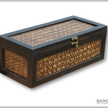 Jewelry box made of hardwood and bamboo pattern with four compartments
