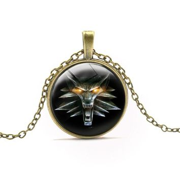 Hot Game The Witcher Medallion Pendant Necklace Men Boy Girls Vintage Wolf Head Round Pendant Necklaces Anime Jewelry Neck Chain