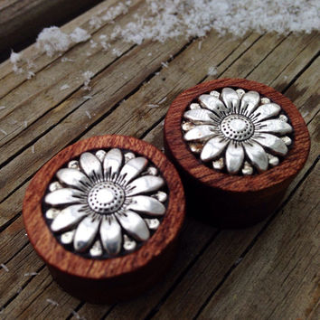 "Delightful Silver Daisy Flower Plugs-Sizes:7/8"" (22mm)Pretty/Lovely / Earthy / Stretchers/ Expanders/ Great Gift /"