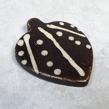 Wood Pendant Focal 38 mm x 30 mm Black Brown White Spade Leaf Shape with Tribal Design Dyed Painted