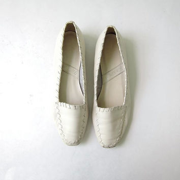 80s off white leather flats • creamy white slip ons • minimalist sandals / loafers / shoes.