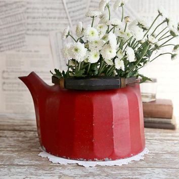 Vintage Red Kettle, Red Aluminum Tea Kettle, Heavy Red Kettle, Country Farmhouse Decor, Rustic Red Kettle