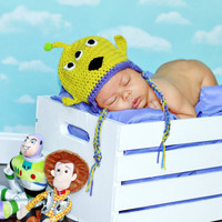 Crochet boy hat, baby photo prop, crocheted alien hat, infant photography, monster beanie, newborn clothing, animal cap, take home outfit