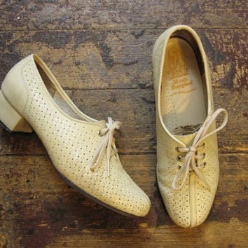 Vintage 60s mod hush puppies cream mod shoes size 6 by MardyStark