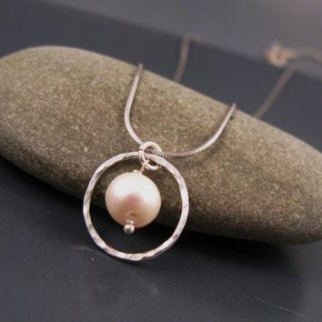 Bridesmaid gifts, Small Freshwater pearl necklace in sterling silver, white pearl necklace
