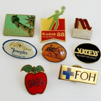 8 Piece Lot of Vintage Badges Pins Mixed