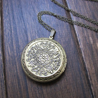 Antique Brass Flower Locket Necklace, Antique Style Locket Jewelry ,Victorian Jewellery,Friendship,Love Gift