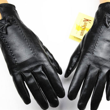 Female points finger leather gloves cashmere lining sheepskin gloves autumn and winter weatherization protective cover shipping