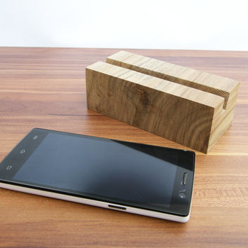 iphone stand. Wood iPhone Stand. iPhone dock station. Walnut iPhone Stand. Nexus 4 stand. Galaxy S5 S3 S4 Wood Stand. Lg G2 Stand.