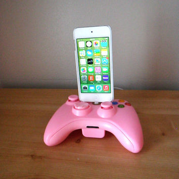 Microsoft Xbox 360 controller Bubble Gum Pink iPod or iPhone 6 5 5S 5C charger dock USB