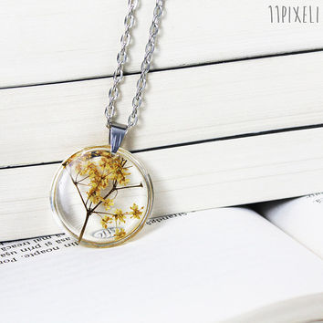Pressed Socata Flower Necklace - Round Real Flower Resin pendant - Resin Necklace -Resin Pendant - Botanical Jewelry - Dried flower - Tree