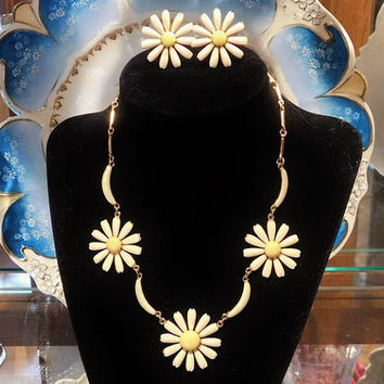Daisy Necklace Clip On Earrings Poured Glass Demi Parure Daisies Choker Retro Vintage Glass Jewelry 1960s 1970s Flower Floral Hippy Hippie