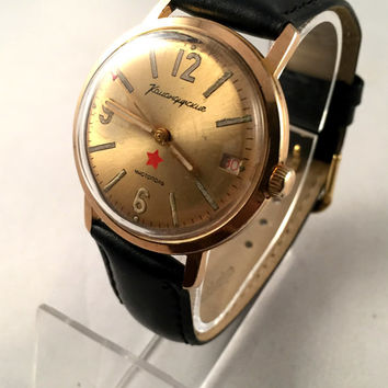 "RARE COLLECTIBLE VINTAGE men's watch Vostok ""Komandirskie"" .This Rare watch comes with new leather band. see pics!"