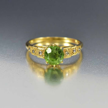 Diamond Green Peridot 18K Gold Antique Ring