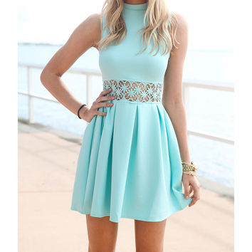 FASHION HOLLOW-OUT SLEEVELESS DRESSES