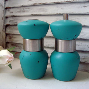 Turquoise Salt Shaker and Pepper Grinder, Distressed Salt and Pepper Set, Shabby Chic Pepper Grinder, Cottage Chic, Up Cycled