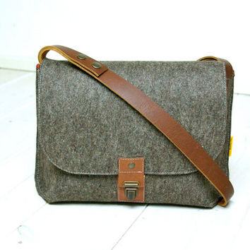 "MESSENGER BAG A4 and Macbook air 13""  - New Heritage - sandbrown felt and leather - Exclusive, handmade in Holland - man -"