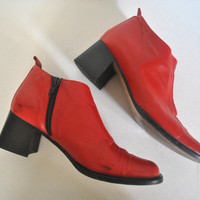 1990s Red Leather Boots / chunky heel ankle booties / size 6