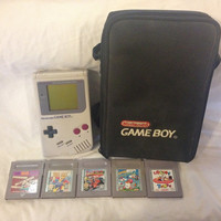 Nintendo Gameboy + 5 Games and Carry Case Kirby , Racing , Looney Tunes