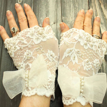 Quany, White lace cuff with bow tie, Fingerless gloves short glamour Victorian bohemian Burlesque Cosplay Costume Lolita Edwardian