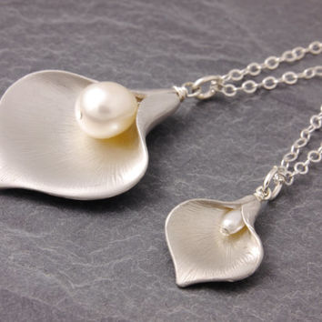 Mother Daughter Necklace, calla lily necklace, pair necklace, mom necklace, friendship necklace, sisters necklace, matching necklaces, N10