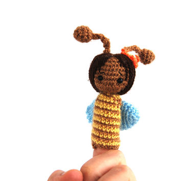 soft BEE finger puppet, crochet bee puppet, cute soft sculptured animal, sweet bee puppet, waldorf puppet, creative play, story time doll