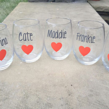 Personalized Name  Wine Glasses , Bridal Party Wine Glasses, Bridesmaid Wine Glasses, Bachelorette Party Wine Glasses