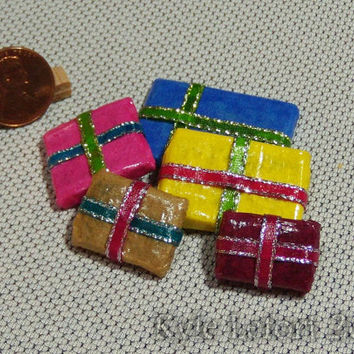 Set of 5 - Dollhouse Miniature Christmas Presents - One Inch Scale - Series 2