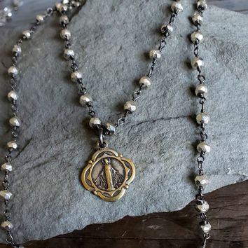 VINTAGE Virgin Mary Charm Beaded Necklace, Bead Chain Pendant Necklace, Mother Mary, Pyrite Bead, Religious Jewelry, Vintage Religious Medal