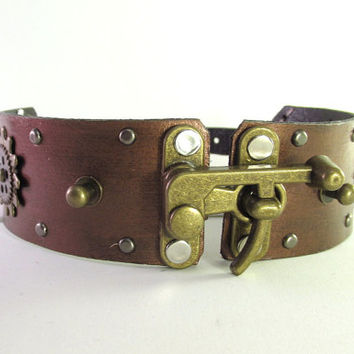 "Steampunk Leather Choker with Swing Bag Clasp, Adjustable 13.25""-16.25"""